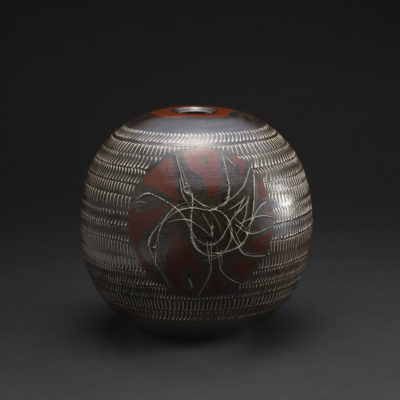 《大樋灰釉加彩鳥紋丸壷》    Vessel, bird design, Ohi-ash glaze
