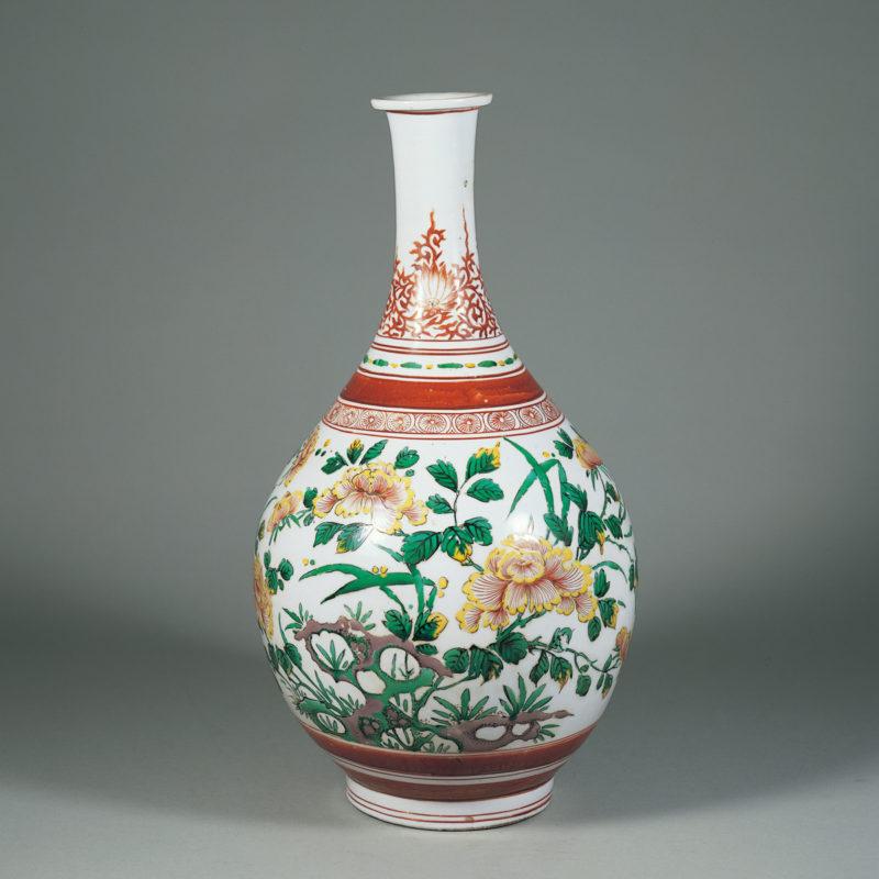 《色絵 牡丹文 瓶》伊万里、江戸時代(17世紀中期)、高47.0cm、戸栗美術館