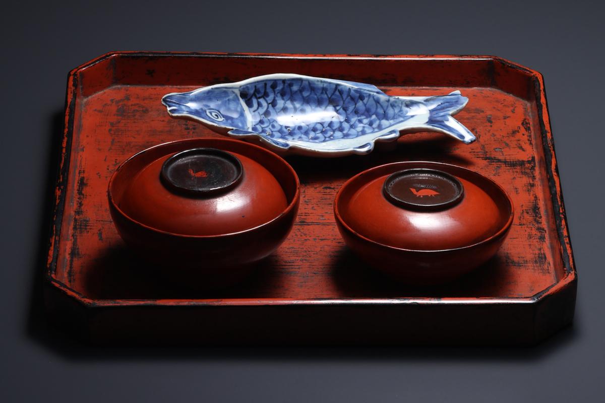 《古染付魚形向付》17世紀 石洞美術館蔵