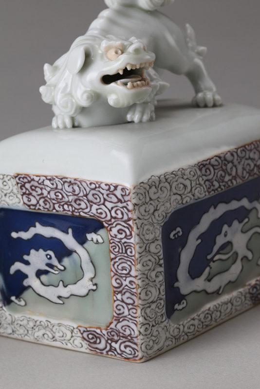雲龍文角形香炉、江戸時代後期[佐世保市蔵] 写真=大川裕弘